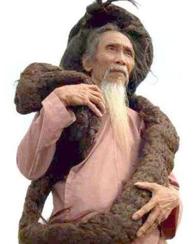 Le Vietnamien recordman Tran Van Hay et sa chevelure de 6,20m de long !