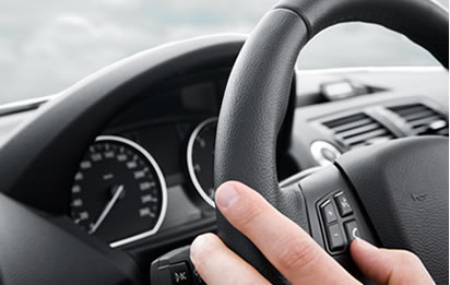 main-volant-voiture