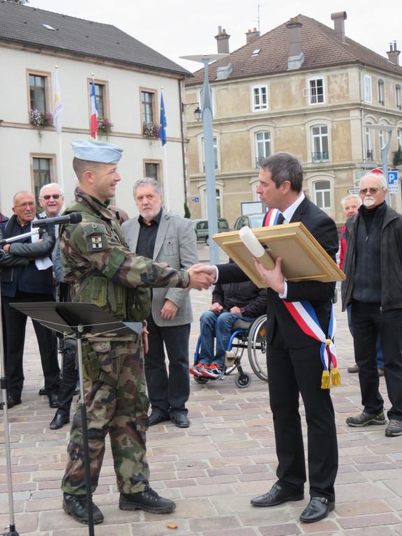 Le capitaine Soulier et le maire de Gérardmer Stessy Speissmann