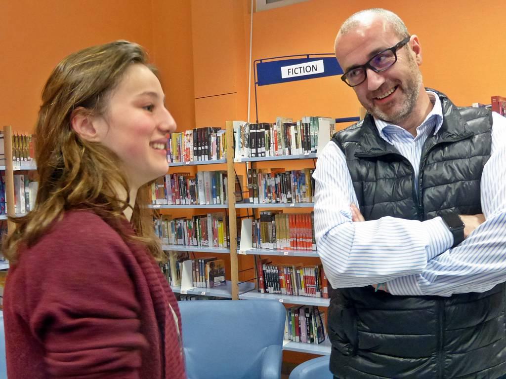 Coline Pierrel avec le directeur du lycée François-Xavier Hauberdon