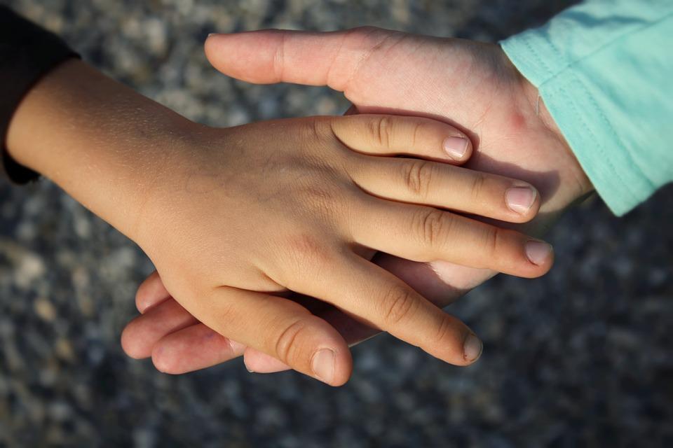 main-enfant-viol