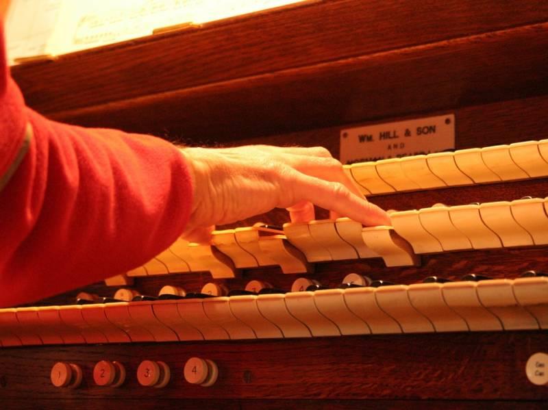 church-organ-393921_960_720