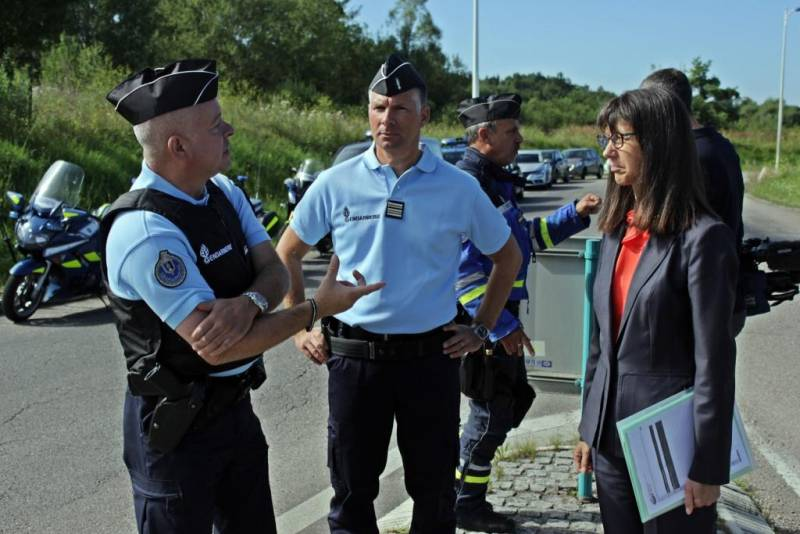 Gendarmes-Contrex-2