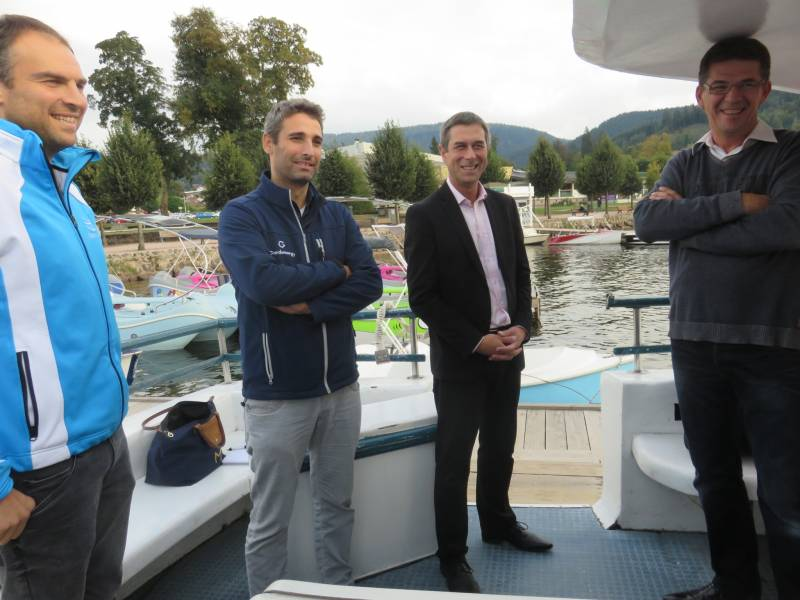 Édouard Gegout (à droite sur la photo) en compagnie de Stessy Speissmann et des fondateurs de garda Solar Alberto Pozzo et Alessio Zanolli.