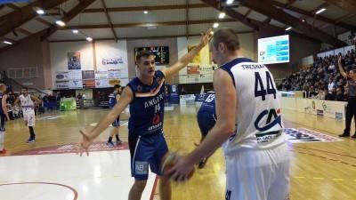 Basket Jérémie Douillet face à Tresnak