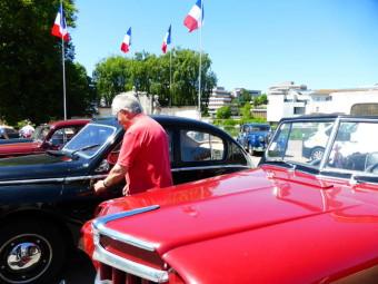 Rassemblement de voitures de collection-hotchkiss (2)