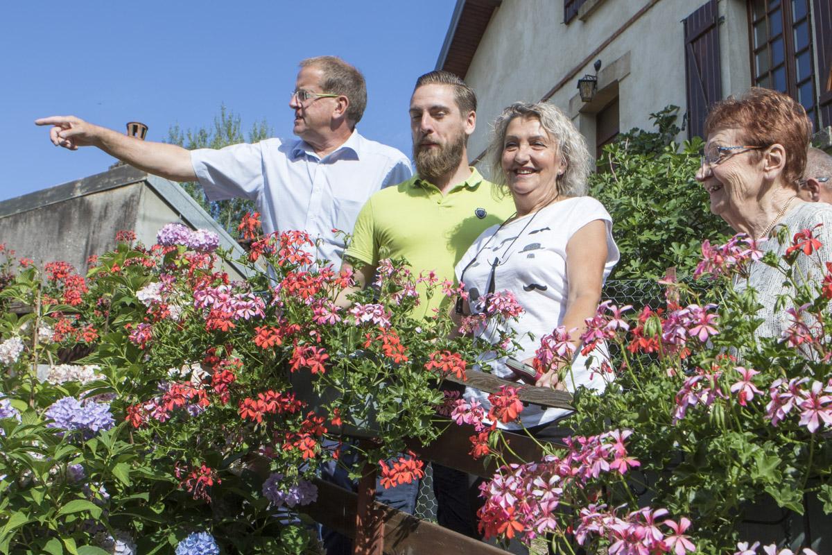 tournée du jury pour le concours des maisons et balcons