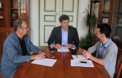 De gauche à droite : Philippe Cloché , adjoint au maire en charge de la Santé, Jean Hingray, maire de Remiremont et Cédric Delacôte.