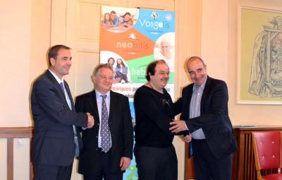 (de gauche à droite) : Vincent Henneron (directeur général de Vosgelis et Neobilis), Yves Fontanaud (directeur général de Val d'Argent Habitat), Patrice Benoit (président de Val d'Argent Habitat) et Dominique Momon (président de Neobilis et vice-président de Vosgelis).