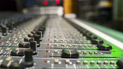 130528_rg2ye_studio-radio-micro_sn635