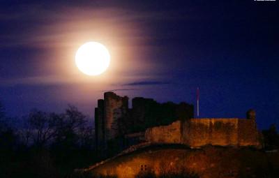 chateau-epinal-pleine-lune