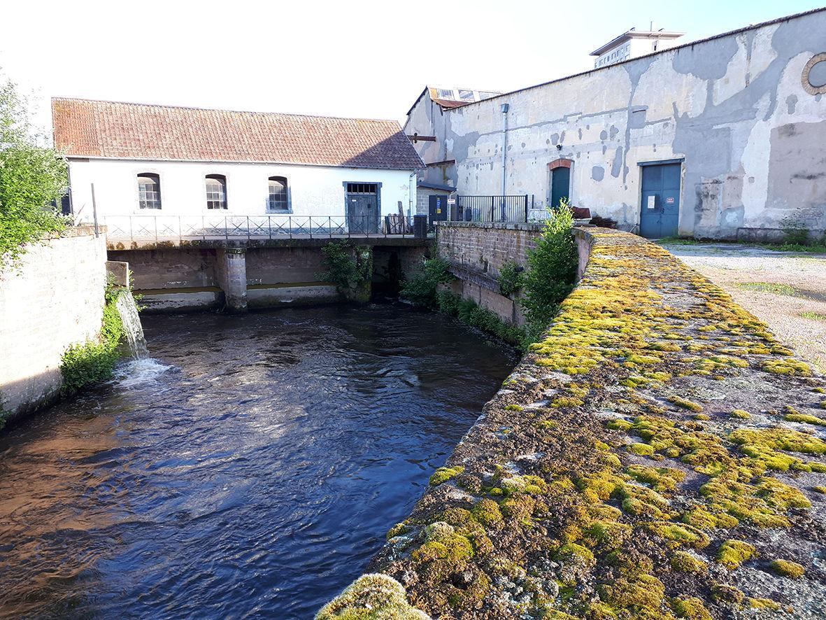 HydroÉpinal-Vue-du-bâtiment-de-la-centrale-depuis-laval-en-sortie-des-turbines