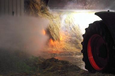 Une presse agricole et six ballots de foin ont été emporté par les flammes