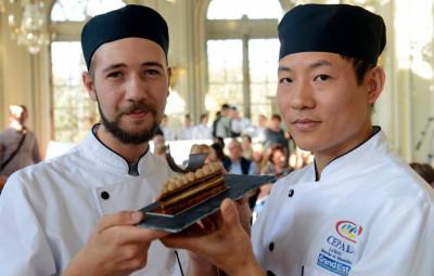 Charles Dupoirieux (à gauche), Yongjun Wan et leur « Entracte ». (Crédit photographique Opéra de Lorraine).