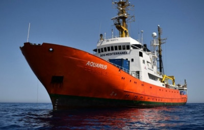 (photo http://www.france-petitions.com/petition/618/l-aquarius-le-navire-de-l-ong-pro-migrants-sos-mediterranee-doit-etre-saisi)