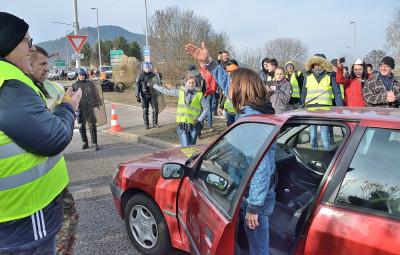 Gilets_Jaunes_Evacuation_Rond-Point_Hellieule-2