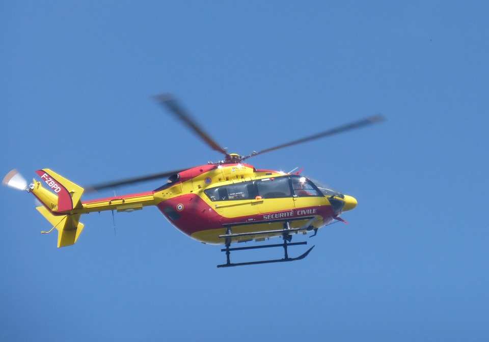 helicopter-2431988_960_720