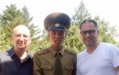 Damien Jamet (à gauche) et Samuel Mater (à droite) l'été dernier lors d'un voyage en Corée du Nord.