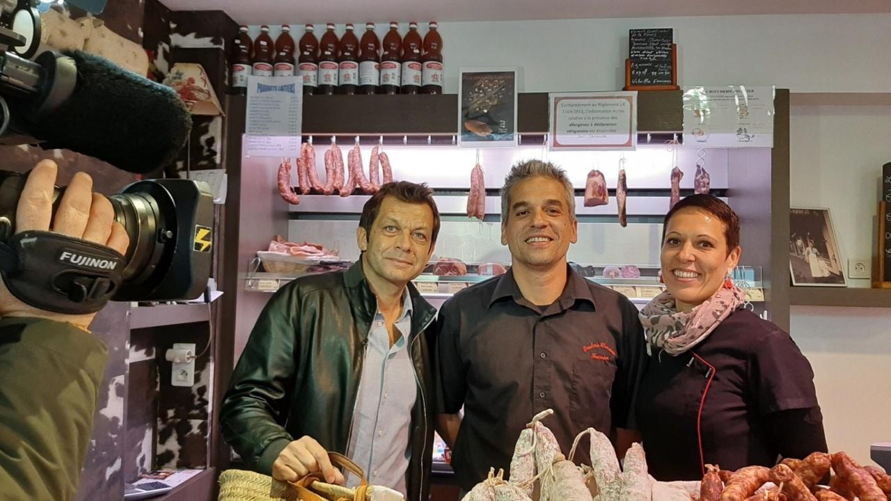 Photo souvenir du passage de l'émission à la boucherie (crédit photo FB Ville de capavenir Vosges)