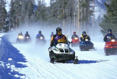 snowmobiles-535686_1280-1024x690