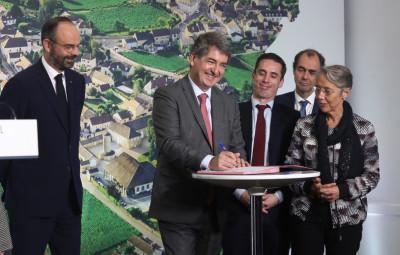 Un protocole global d'accord entre l'Etat, la Région et la SNCF a été signé hier jeudi à Girancourt. (Crédit photographique Pascal Bodez – Région Grand Est)