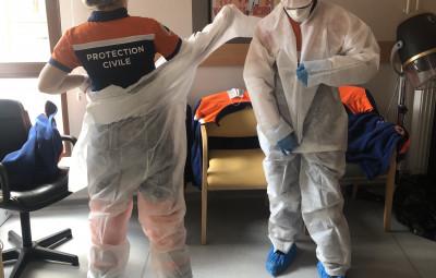 Habillage des équipes de la protection civile