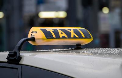 taxi-4720993_1920