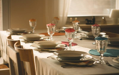 dining-table-710040_1920