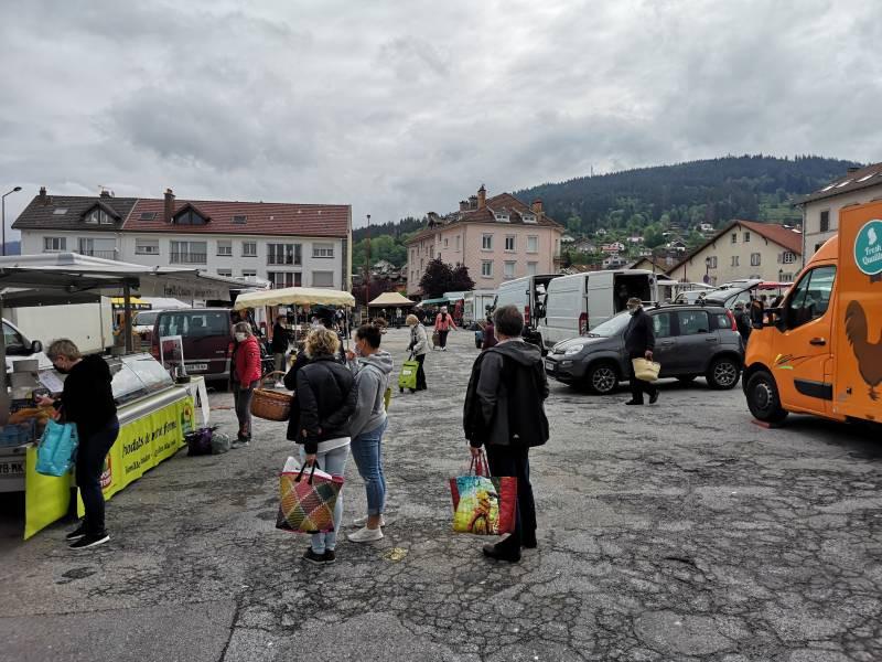 marché-de-Gérardmer-place-du-8-Mai-masques-5