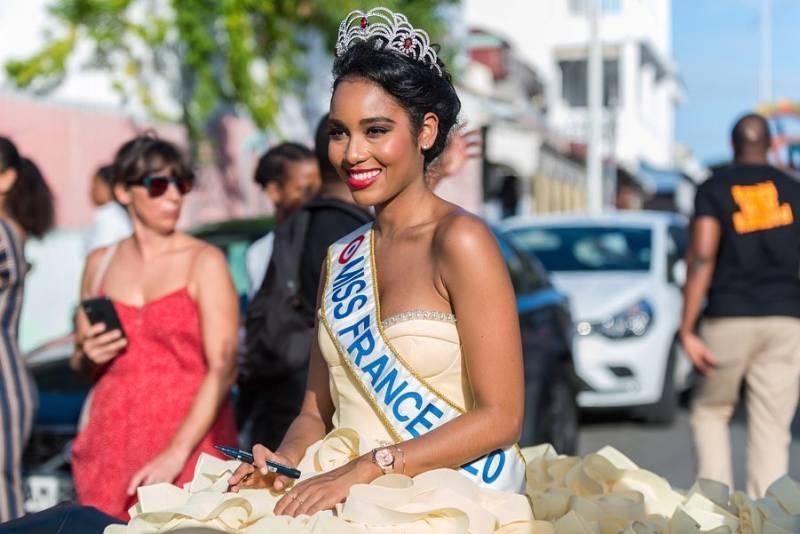 Photos de la page Facebook « Clémence Botino – Miss France 2020 »