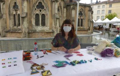 Maïa Mentrel de Champ-le-Duc fabrique des bijoux éco responsables à base de rebuts industriels