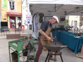 Francis Pierre est sculpteur, forgeron d'art et formateur